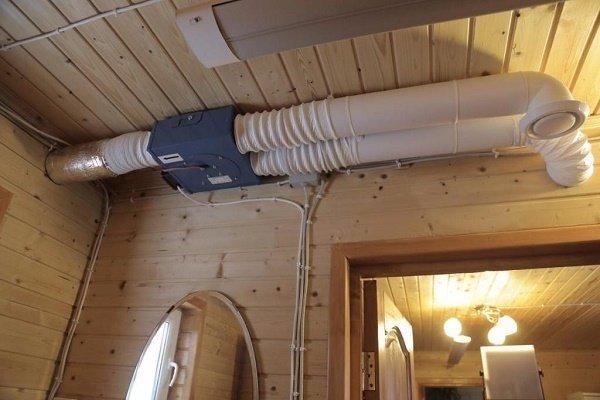Воздуховоды с вытяжкой в предбаннике