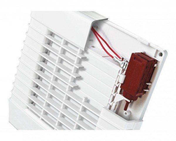 На фото - автоматический вытяжной вентилятор с датчиком