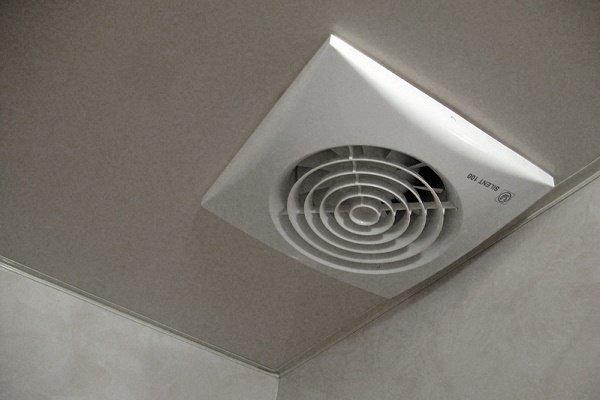 Потолочный вариант установки вентилятора