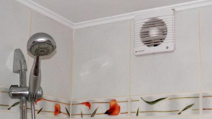 Вентилятор в интерьере ванной комнаты