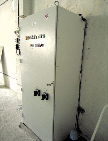 Шкаф пожарной сигнализации на промышленном объекте