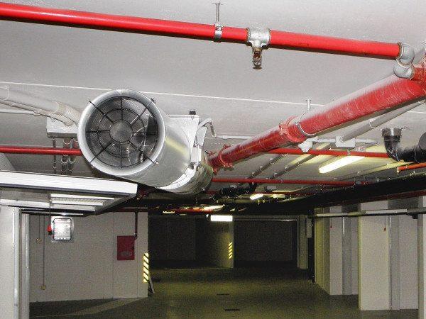 На фото - вентилятор на вытяжном канале