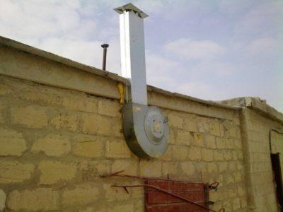 Снимок трубы принудительной вентиляции гаража