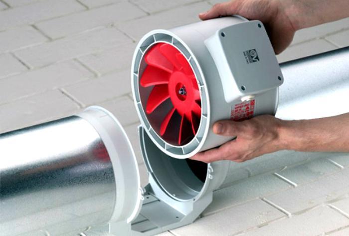 Канальный вентилятор вставляется в воздуховод