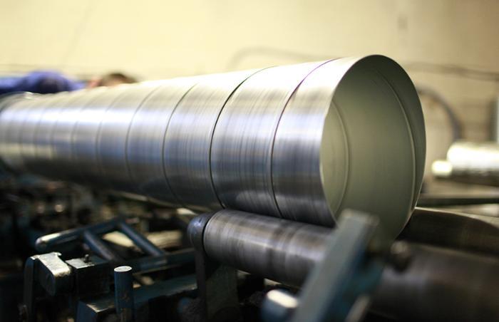 Чем больше сопротивление в трубах, тем ниже скорость воздуха и тем выше производительность вентилятора