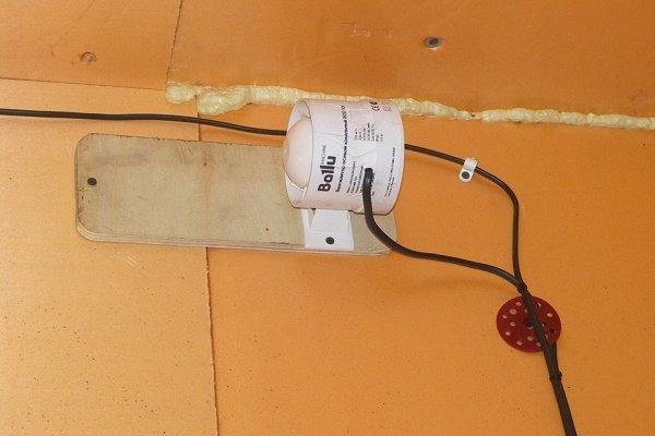 Шаг 3: Установка канального вентилятора