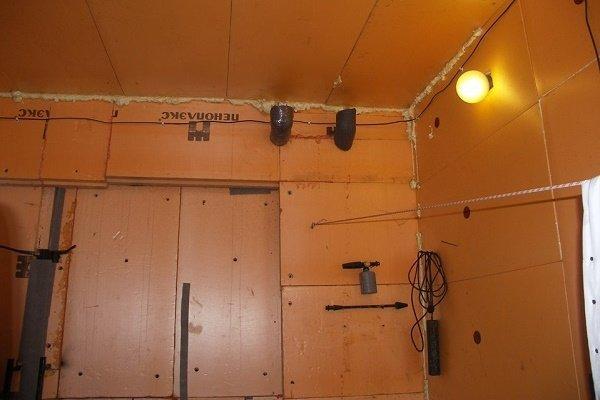 Шаг 1: Установка угловых отводов на вентиляционные отверстия