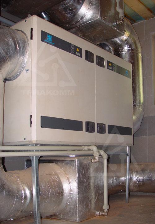 Такие компактные приточно-вытяжные вентиляционные установки с рекуперацией имеют самые высокие эксплуатационные характеристики для вентиляции квартир (Swegon Gold)