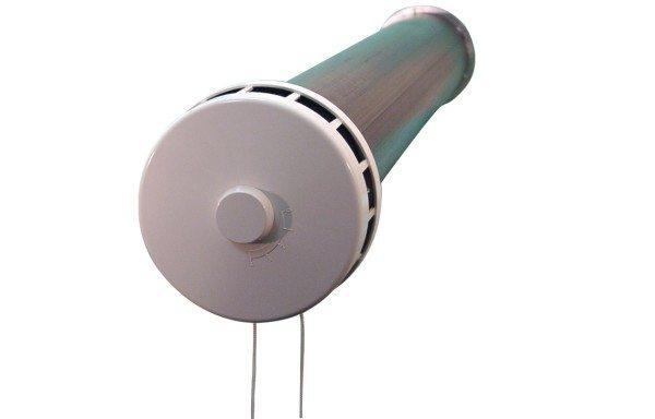 Это клапан для притока воздуха.
