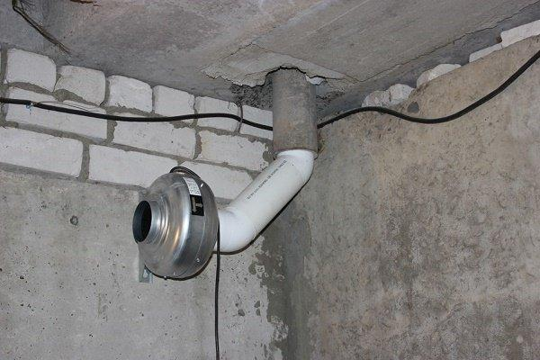 Вентилятор с вытяжной трубой