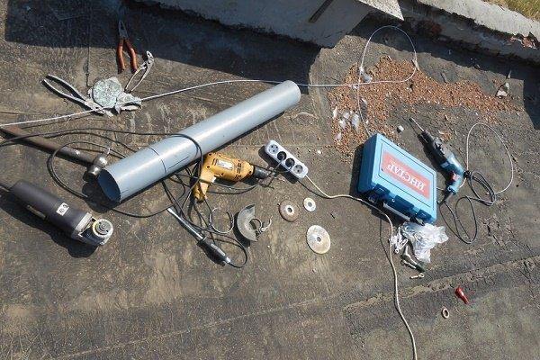 Шаг 5: Переноска на крышу инструментов и комплектующих