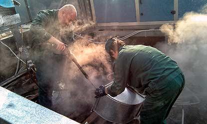 Сложность самостоятельной чистки вентиляции очевидна