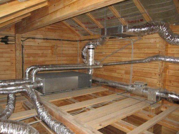 Фото вентиляционной системы на чердаке.