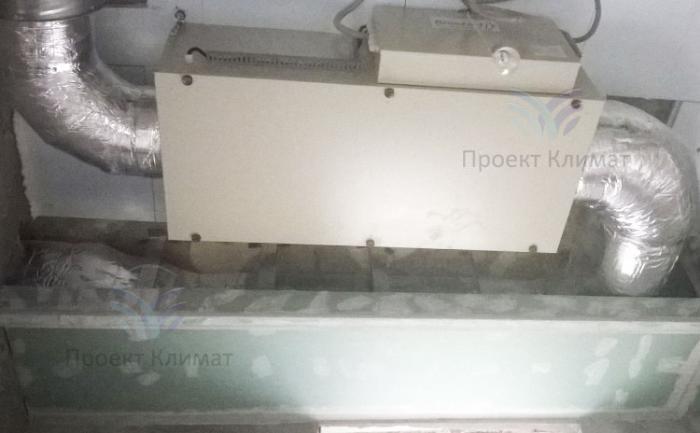 Приточная установка монтируется под потолок в квартире
