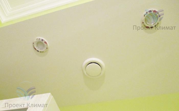 Монтаж диффузоров системы вентиляции в квартире