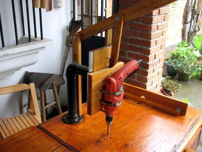 Простой деревообрабатывающий токарный мини-станок, созданный своими руками