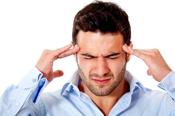 В закрытом помещении без вентиляции постепенно уменьшается содержание кислорода и увеличивается процент углекислого газа, что вызывает головокружение, головные боли и удушье