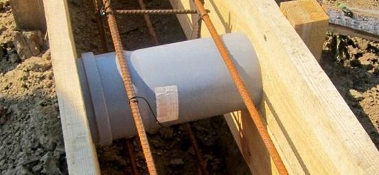 Создание вентиляционных отверстий при заливке фундамента