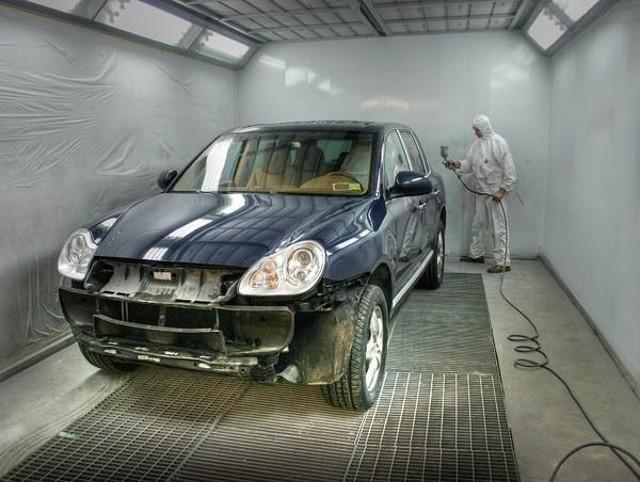 Покраска автомобиля в покрасочной камере