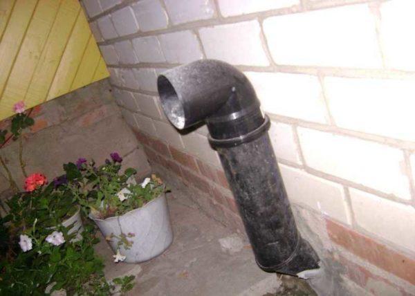 Этот вариант и улучшает условия вентиляции и спасает от грызунов