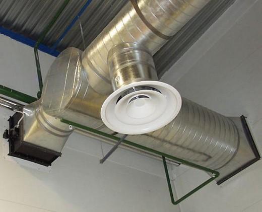 Вентиляционная труба в погребе частного дома