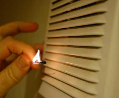 Проверка вентиляции спичкой