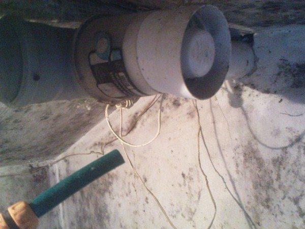 С помощью пластиковых труб легко монтируется механическая вентиляция в сарае своими руками