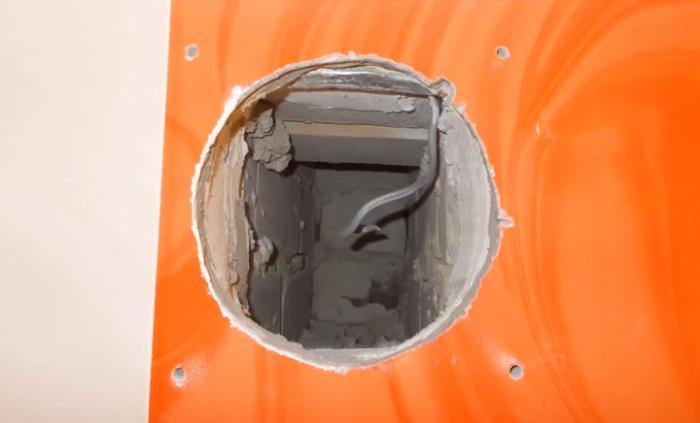 крепление вентилятора в стене на дюбеля