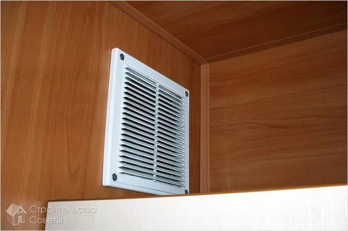 Почему из вентиляции дует