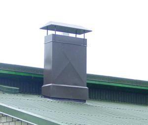 Металлический короб для вентиляции на крыше дома