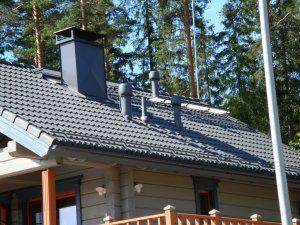 Вентиляционные трубы на крыше жилого дома