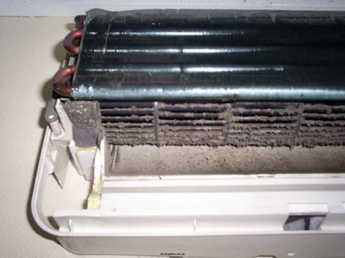 загрязненный внутренний блок кондиционера