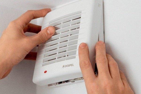 Этап 7: Установка крышки вентилятора с решеткой