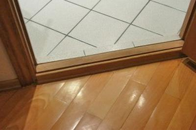 Порожек двери в ванную комнату (фото)