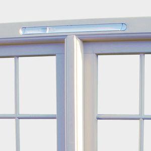 Вентиляционный приточный клапан в раме окна