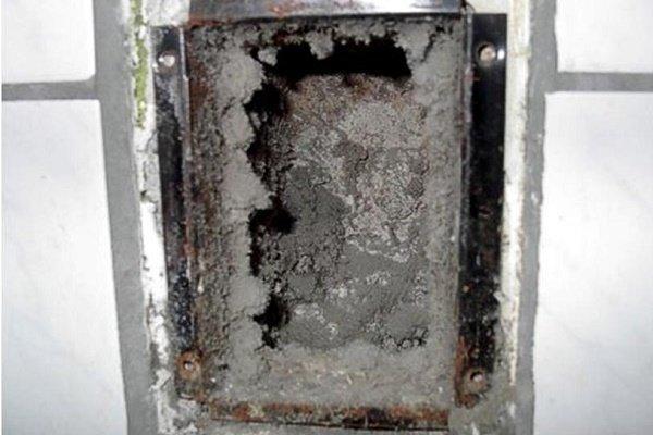 Засоренная вентиляционная шахта