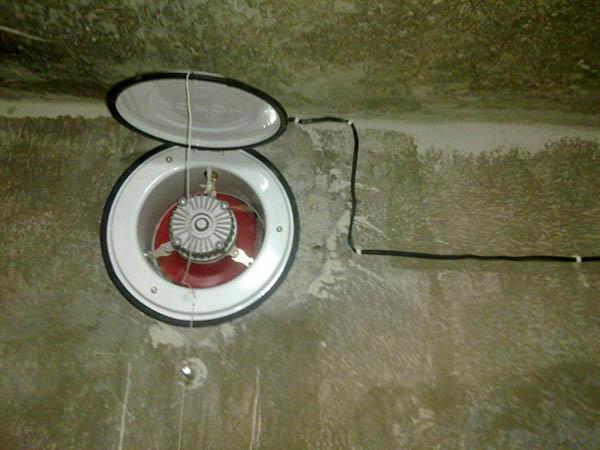 Даже простой вентилятор может кардинально улучшить тягу в вентканале овощной ямы