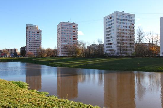 В точечных одноподъездных «кораблях», которые могут иметь, 9, 12 или 15 этажей, как правило, «собраны» однокомнатные квартиры