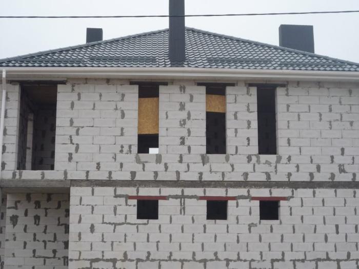 В доме из газобетона вентиляцию в идеале необходимо возводить вместе с возведением стен