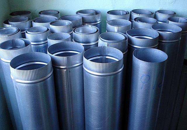 установка вентиляционных труб в частном доме