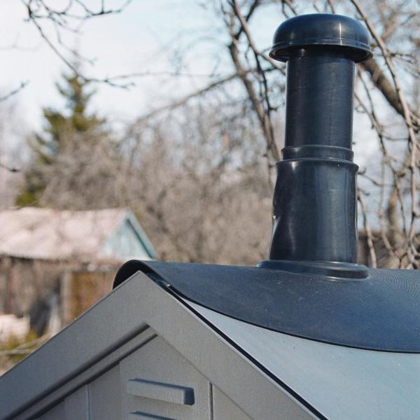 Колпак на трубе предотвращает попадание в систему мусора и атмосферных осадков