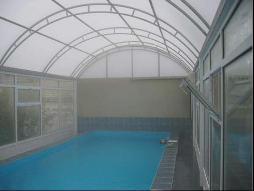 При слабой аэрации в помещении сразу наблюдается туман – это пары, поднимающиеся с поверхности воды.