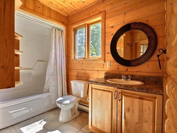 Деревянная ванна в частном доме