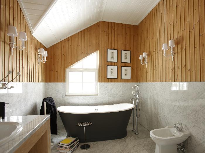 Окно в ванной - еще один повод задуматься о естественной вентиляции