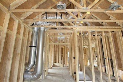 Задуматься и правильно рассчитать вентиляционные воздуховоды имеет смысл еще на стадии проектирования и строительства дома.